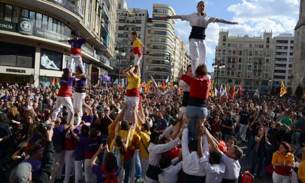 El País inunda la plaça de bous